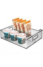 mDesign Aufbewahrungsbox mit Griffen – zweigeteilte Kühlschrankbox zur Lebensmittelaufbewahrung – Ablage aus Kunststoff für den Küchen- oder Kühlschrank – dunkelgrau